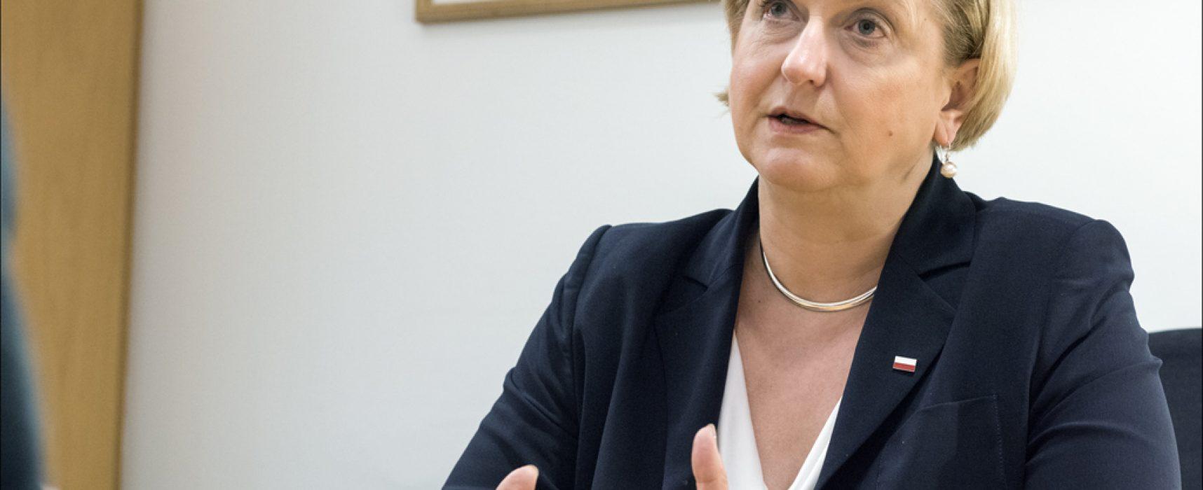 """La eurodiputada Anna Fotyga sobre la propaganda rusa: """"Es una continuación de los métodos de la Guerra Fría"""""""