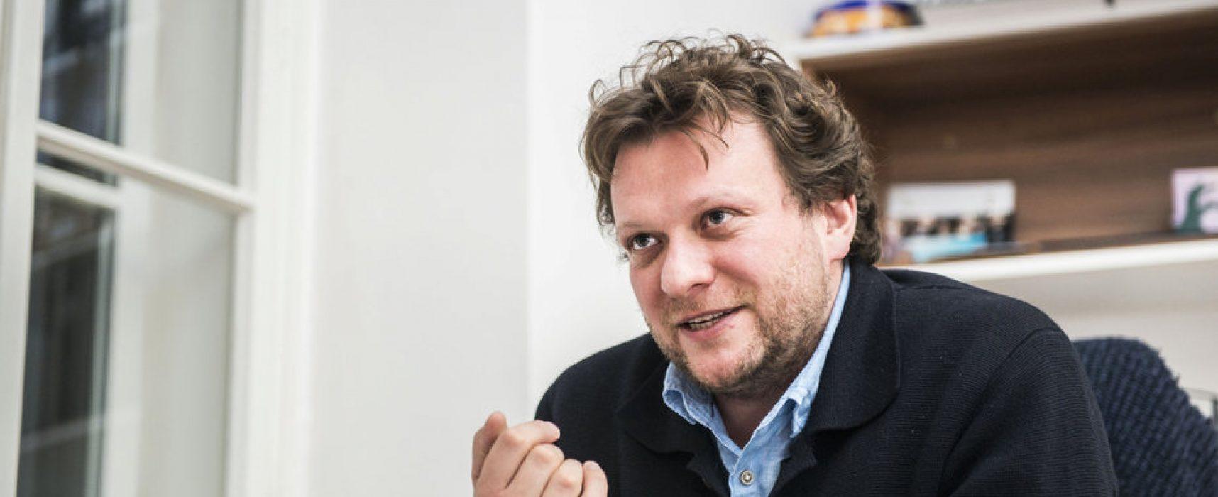 Rusko potřebuje terapii, říká novinář Peter Pomerancev
