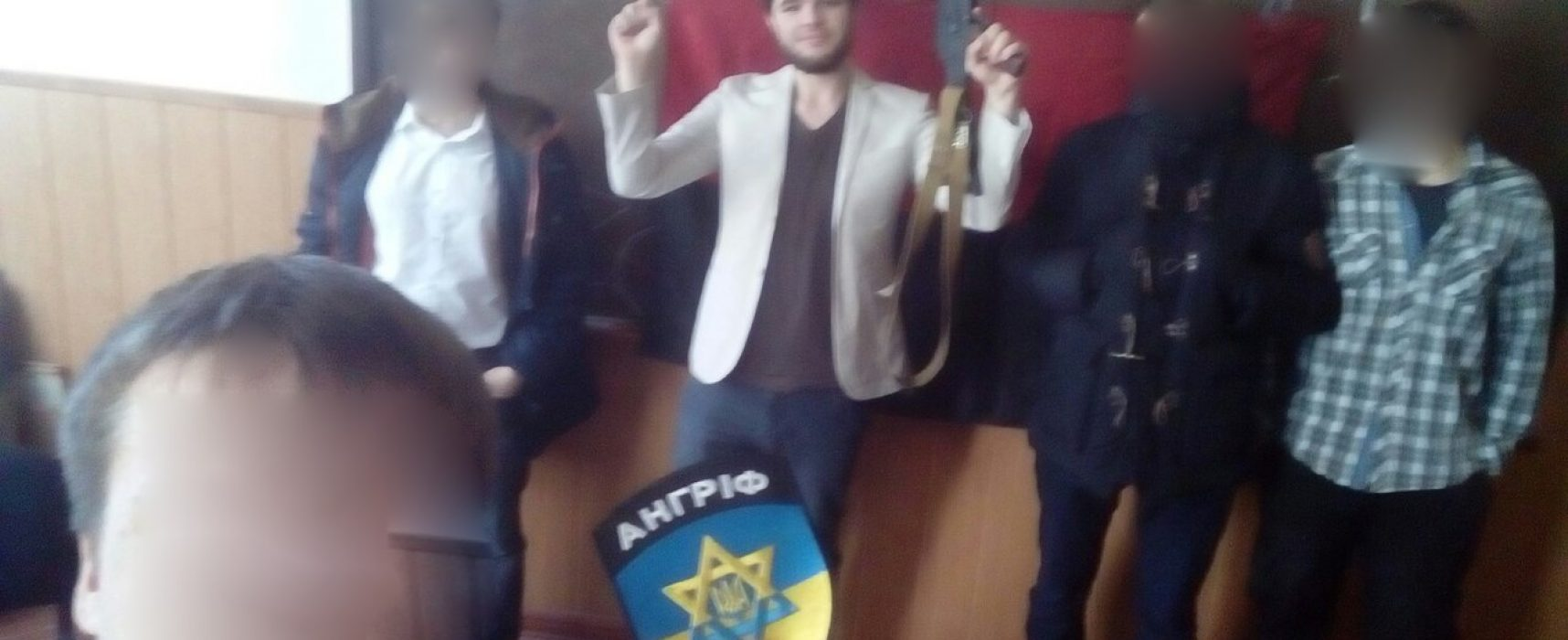 """Fake: Ukrainische Faschisten führen Unterricht in """"Russophobie"""" durch"""