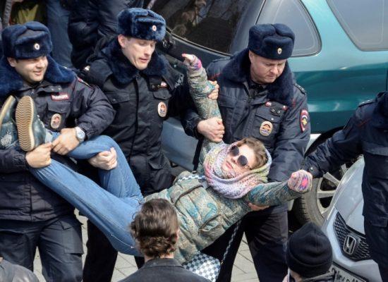 Putin in difficoltà chiama a raccolta la propaganda europea
