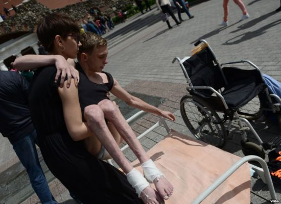 Полицейские увезли художницу Ненашеву в психиатрическую больницу