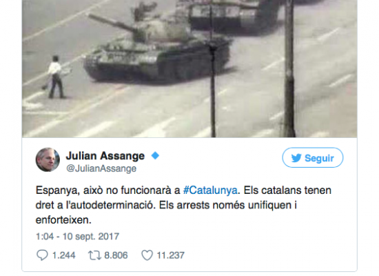 Puigdemont, dos congresistas y un 'lobby': el triángulo que explica los tuits de Assange
