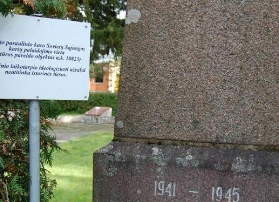 В Литве на памятниках советским солдатам установили таблички с указанием о несоответствии исторической правде
