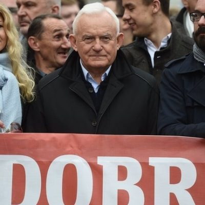 WOJNA INFORMACYJNA: Były premier RP pudłem rezonansowym Kremla