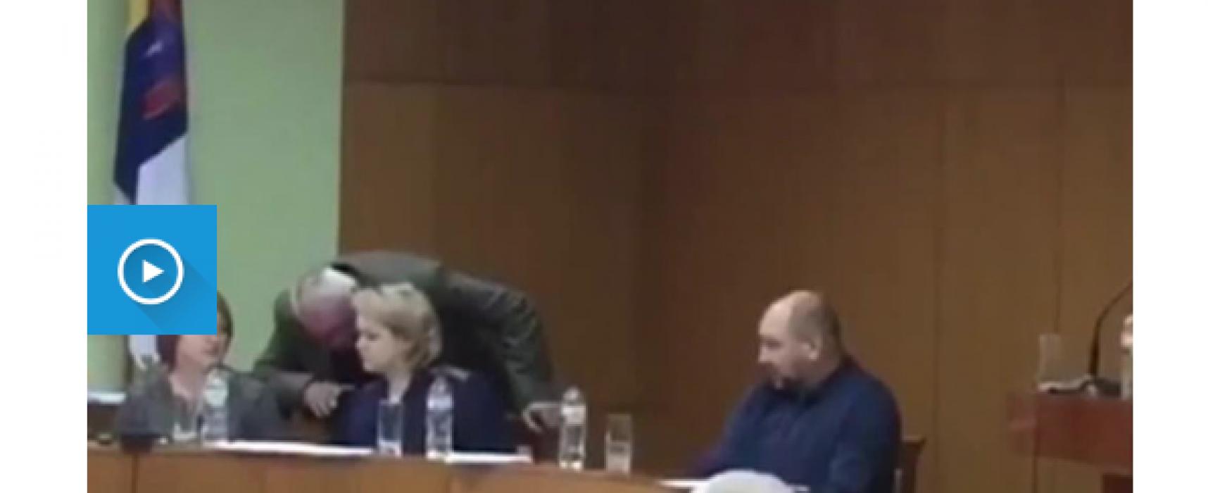 Фейк: Одеският областен съвет иска импийчмънт на Петро Порошенко