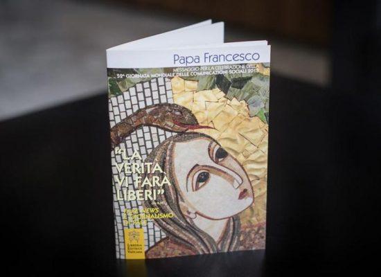 """Il Papa: """"Un giornalismo di pace contro le fake newsˮ"""
