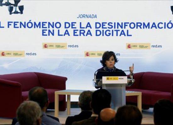 La vicepresidenta del Gobierno español pide educación ciudadana para tener criterio para distinguir noticias falsas