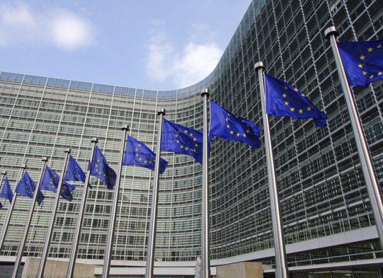 """Evropská komise na jaře chystá představit komplexní plán boje proti současnému fenoménu """"fake news"""""""