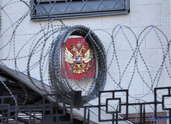 Les «Plumes rouges» des perroquets de Poutine