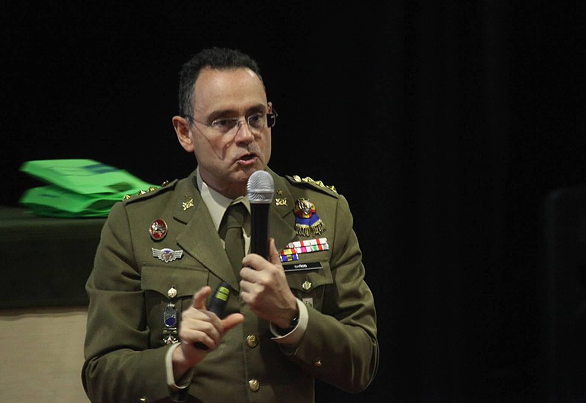 El futuro director de la seguridad nacional de espa a con - Coronel banos ...