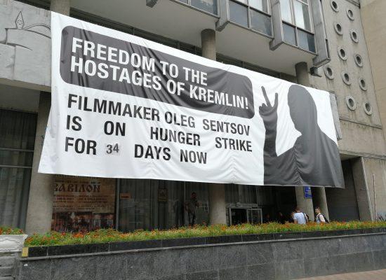 Chi sono gli europarlamentari che hanno votato contro la liberazione di Sentsov