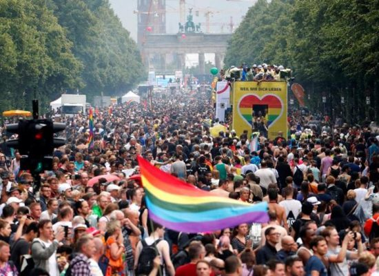 Falacia de la agencia pro-Kremlin RIA: los alemanes huyen a Rusia de la propaganda homosexual