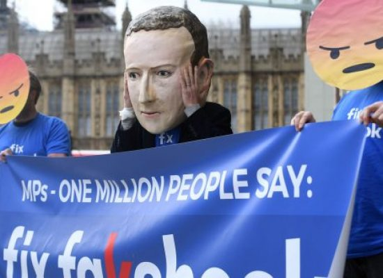 Britští poslanci vydali doporučení, jak bojovat s ruskými dezinformacemi
