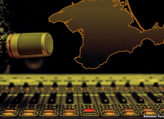 Атака на радиоволны: как российские власти глушат украинское вещание в Крыму