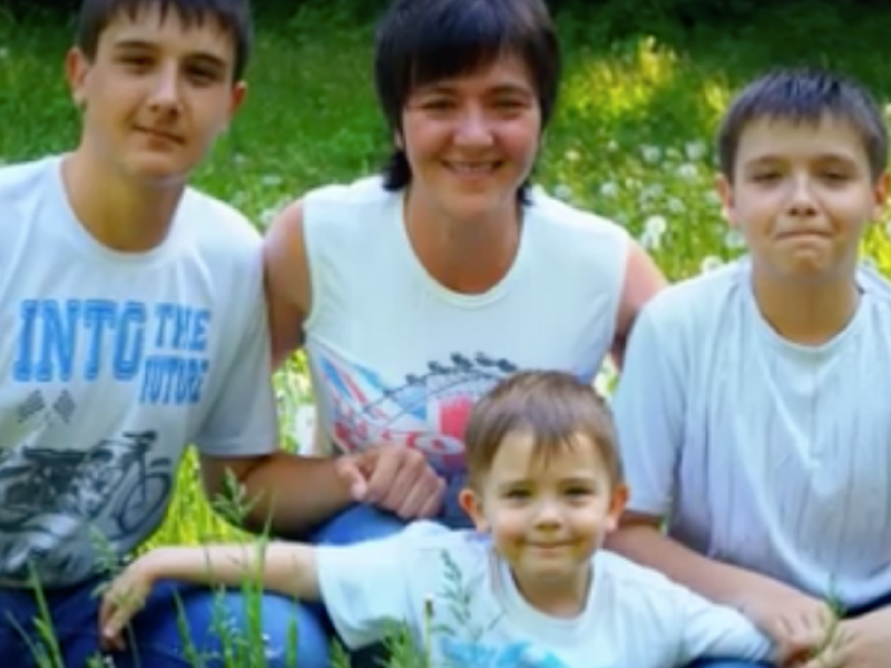 """Фейк: В Украйна """"разцепили устата"""" на инвалид-преселник от Донбас, защото говорел на руски"""