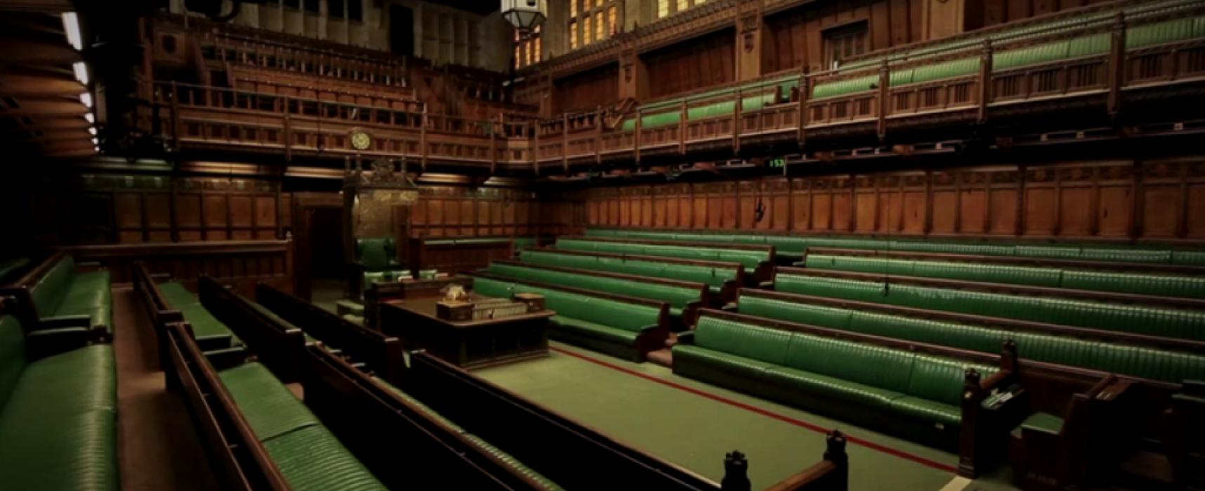 Velká Británie zavede daň ze lživých zpráv