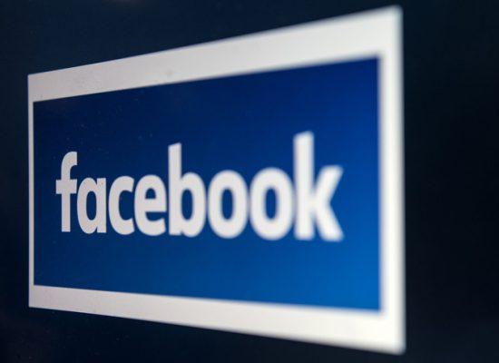 """Facebook cancella gli account di una società russa per """"scraping"""" di dati"""