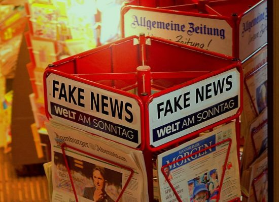 """Netizen Report: Rusia y Sudán se suman a la lista de países que quieren prohibir las """"noticias falsas"""""""
