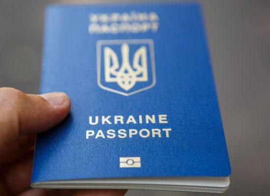 Фейк російських новин: українські прикордонники розірвали паспорт кримчанину