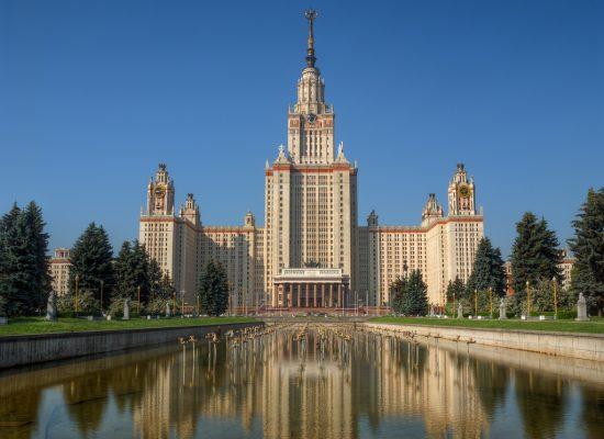 """Fake od """"Pierwego Kanału"""": Uniwersytety Moskiewski i Petersburski są wśród najlepszych na świecie pod względem sukcesów absolwentów"""