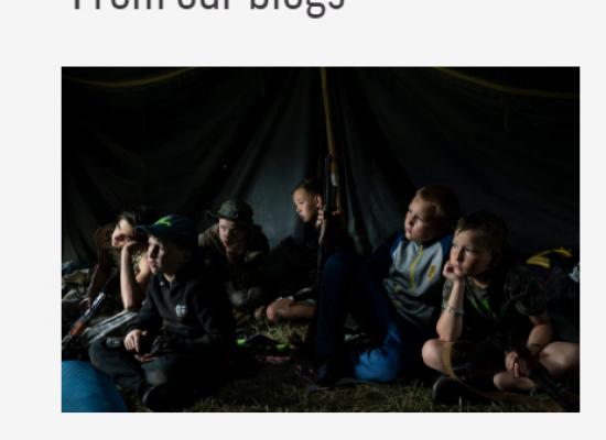 """""""Les enseñan a matar a los rusos"""": los medios mundiales volcaron una polémica sobre los campamentos para niños en Ucrania. ¿Qué hay de realidad en esto?"""