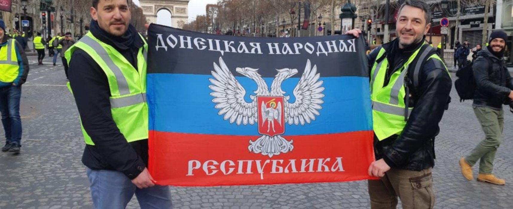 ¿Quién desplegó la bandera de la falsa república de Donetsk en París?