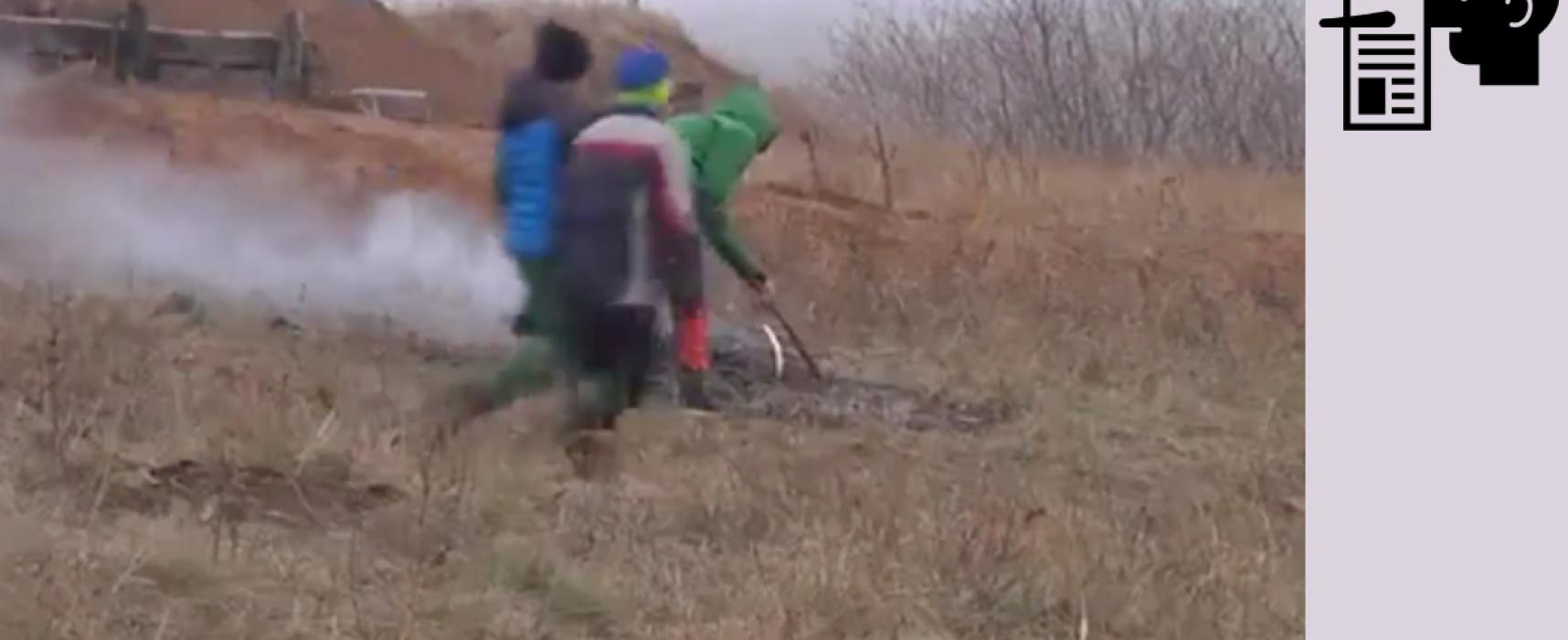 Falso: A los niños ucranianos los obligaron a cavar trincheras en Mariúpol