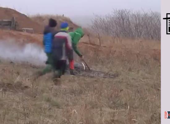 Fake: I bambini costretti a scavare le trincee a Mariupol