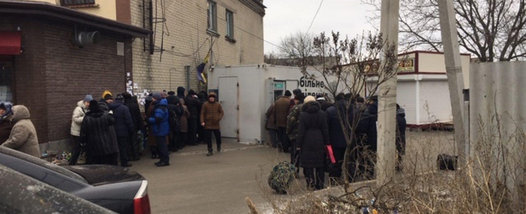 Ucraina, la vita in Donbas con la legge marziale