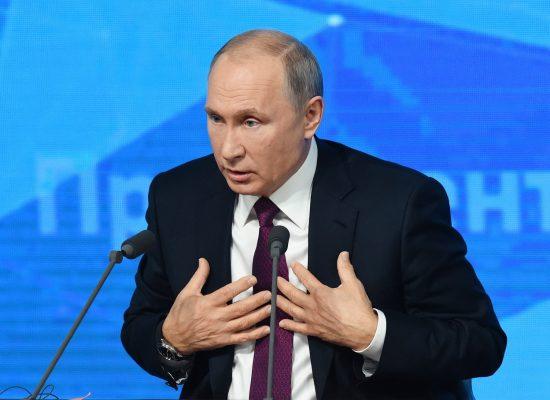 «Сила – вона в цьому, як там його…» 12 прикладів того, як Путін обдурив росіян на прес-конференції