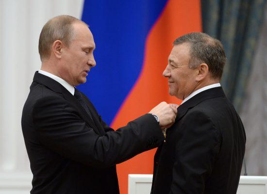 «Просвещение» от Ротенберга. Как «патриотичные» учебники друга Путина захватили рынок образования России