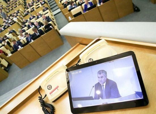 "Ley ""contra noticias falsas"" rusa pasó rápido por el Parlamento pese a abierta oposición"