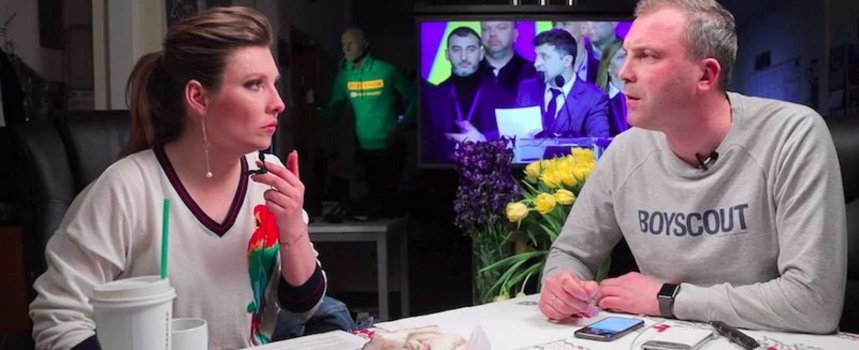 Rusos observan asombrados cómo humorista obtiene victoria arrolladora en elecciones presidenciales de Ucrania