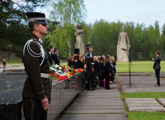 «Вести» обурилися, що Латвія не вшановує «Міжнародний день визволення в'язнів нацизму», але про його існування ніхто не знає