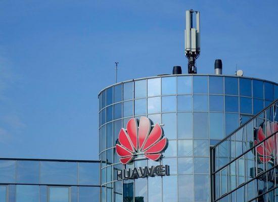 """Fake programu telewizyjnego i wydania """"Wiesti"""": Huawei zamierza przejść na rosyjski system operacyjny"""