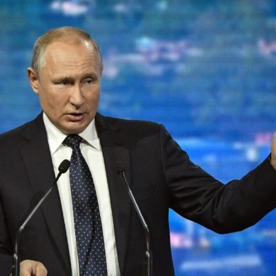 Putin wiederholt auf Wirtschaftsforum Desinformation über die Ukraine