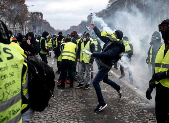 Fake: Ve Francii existují speciální výcvikové kurzy pro účastníky nepokojů