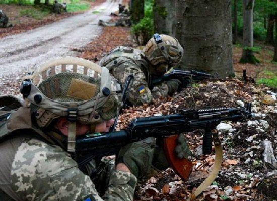Fake: na Donbase dochází k přestřelkám mezi ukrajinskými silami
