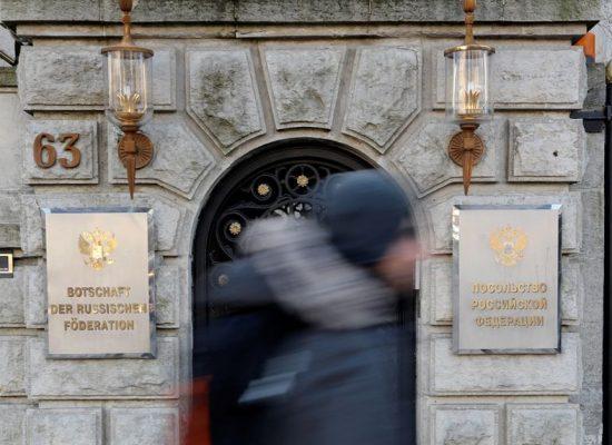 """Fake pořadu Vremja: Německo vyhostilo ruské diplomaty za to, že Rusko """"špatně pomáhalo"""" vyšetřit vraždu"""