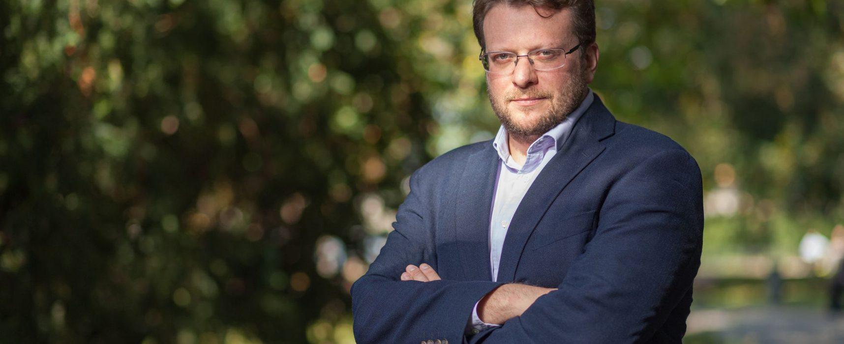 Peter Pomerantsev: Es importante que Ucrania dependa lo menos posible de los juegos de otras personas