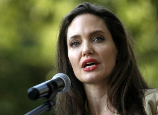 Анджелина Джоли будет учить детей медиаграмотности
