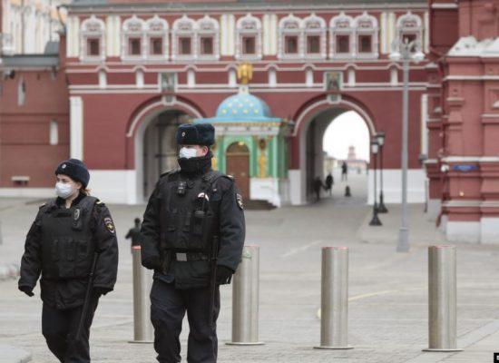 Госдума РФ приняла законы о наказаниях за нарушение карантина и ложь о коронавирусе