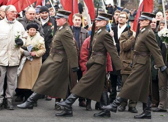 «Россия сегодня» обвиняет Латвию и США в лояльном отношении к бывшим легионерам СС. Но об их причастности к военным преступлениям никаких данных нет