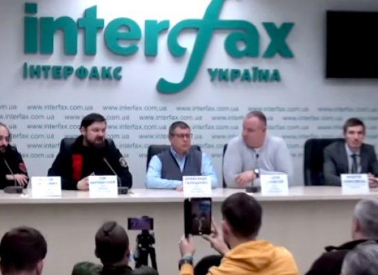 La policía está realizando búsquedas en las casas de las alianzas cibernéticas de hackers ucranianos