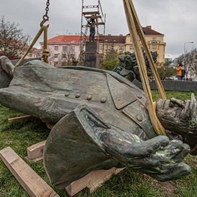 Fake Sergeje Lavrova: Česko Rusku lže, když tvrdí, že Koněvův pomník je majetkem městské části