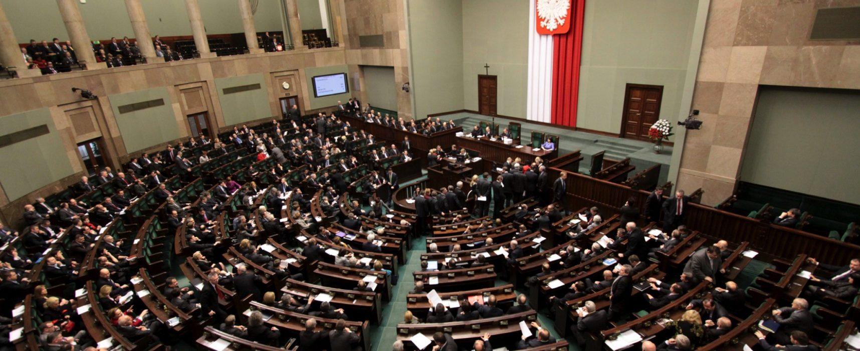 РИА «Новости» рассказало, что в сейме требуют выгнать из Польши посла США, не уточнив, что это были два маргинальных политика