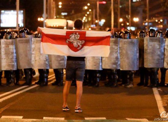 Спад протестов, доллары для протестующих и сакральная жертва: главные фейки российских СМИ о Беларуси