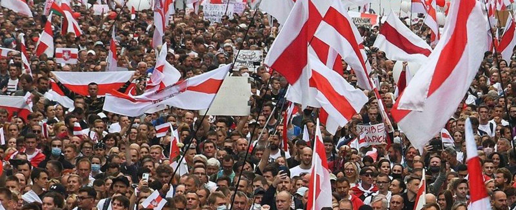 Провал забастовок, оболганные омоновцы и русофобия Алексиевич: фейки «Времени» и «Вестей» о Беларуси