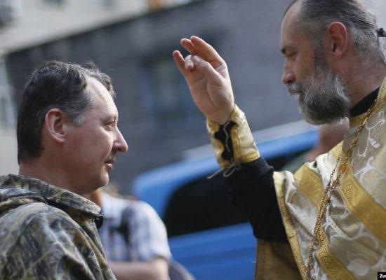 «Дайте мені жити у своєму домі». Якого миру шукали на форумі УПЦ (МП) у Святогірську?