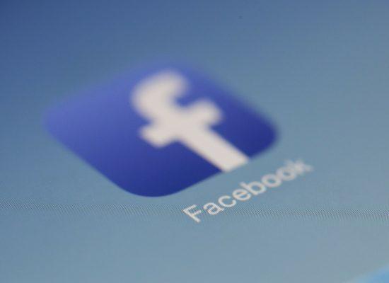 Facebook бореться з фейками (і трохи з користувачами)
